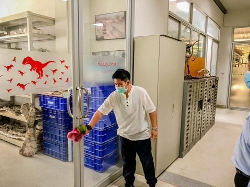 บรรพชีวิน.Big cleaning Day 180363 ๒๐๐๓๑๘ 0084